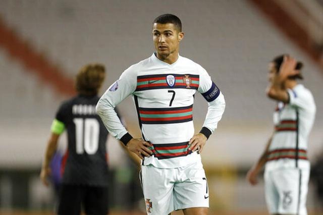 C.Ronaldo mờ nhạt, Bồ Đào Nha đánh bại Croatia nhờ bàn thắng muộn - 3