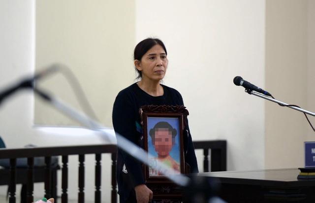 Vụ bé 3 tuổi bị bạo hành đến tử vong: Mẹ đẻ, cha dượng phản cung - 2