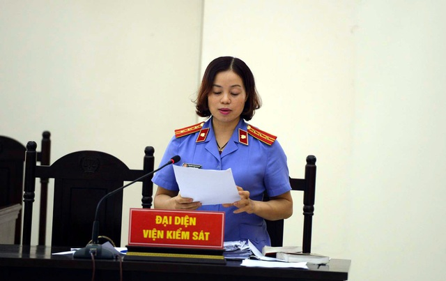 Vụ bạo hành bé gái 3 tuổi ở Hà Nội: Cha dượng bị đề nghị tử hình - 1