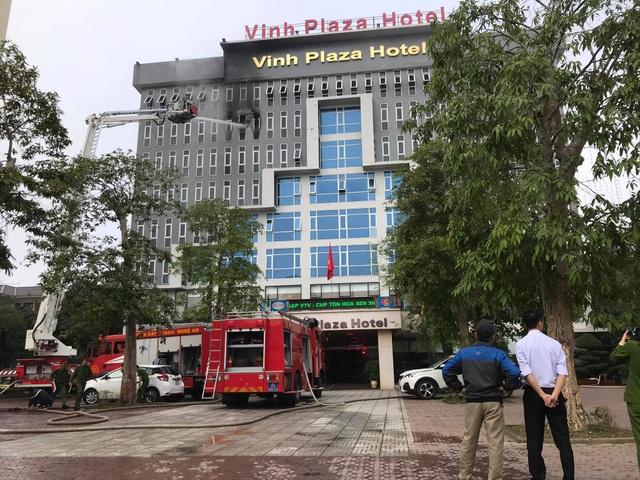 Cháy khách sạn Vinh Plaza, khách tháo chạy tán loạn - 2