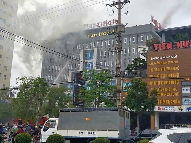 Cháy khách sạn Vinh Plaza, khách tháo chạy tán loạn - 1