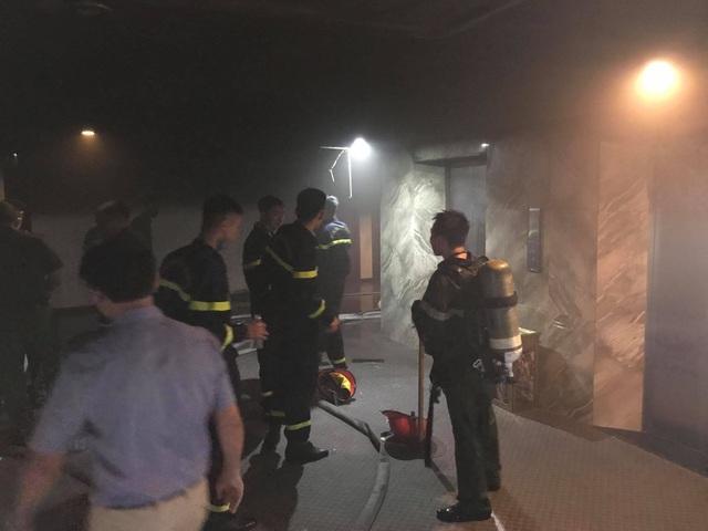 Cháy khách sạn Vinh Plaza, khách tháo chạy tán loạn - 3