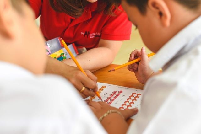 Giáo dục tiểu học: Nhồi kiến thức hay rèn tư duy? - 2