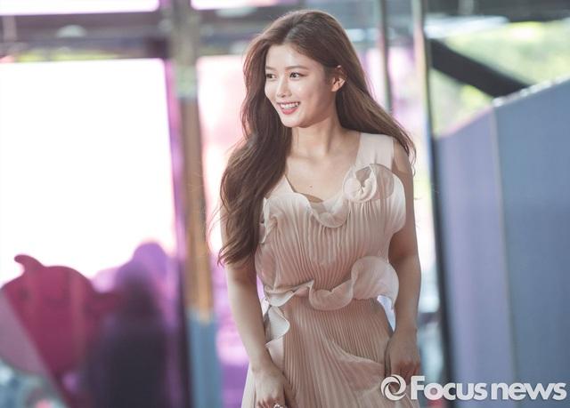 """""""Em gái quốc dân"""" Kim Yoo Jung """"lột xác"""" ngoạn mục ở tuổi 21"""