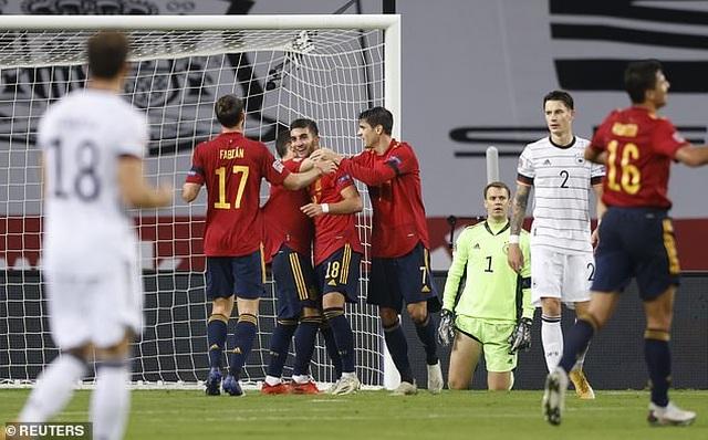 HLV Joachim Low không nói nên lời sau trận thua sốc Tây Ban Nha - 1