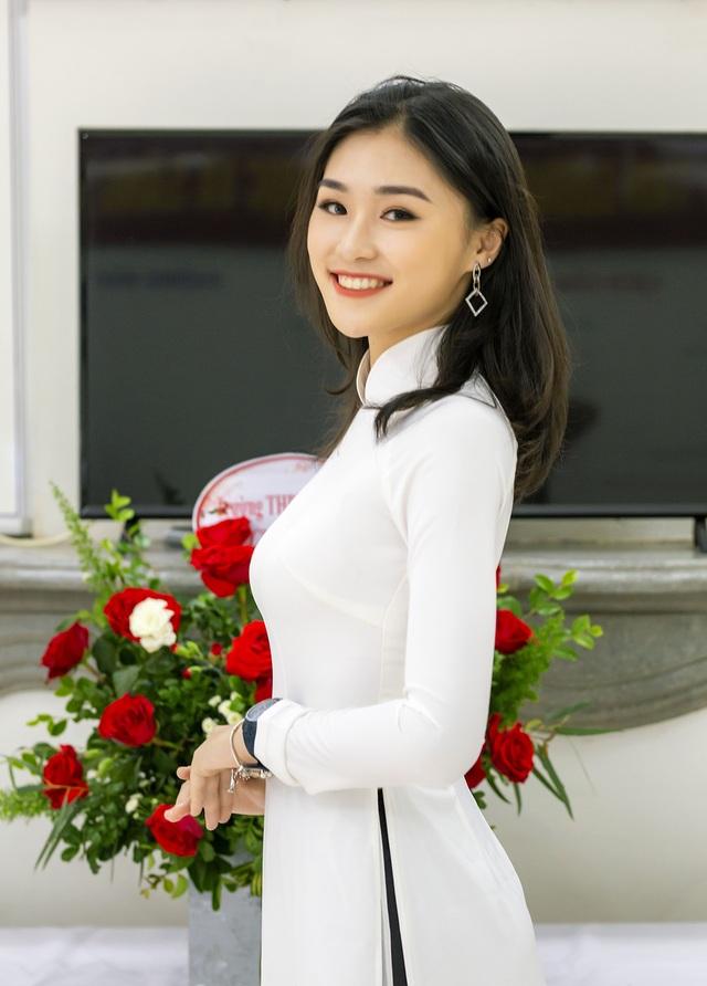 Nữ đại sứ xinh đẹp, thích làm thiện nguyện trường THPT Trần Phú - 1