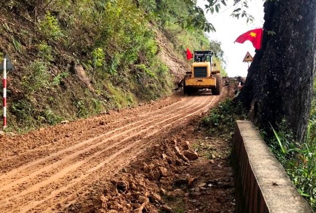 Tiếp tục nỗ lực thông đường vào hiện trường vụ sạt lở Phước Sơn - 1
