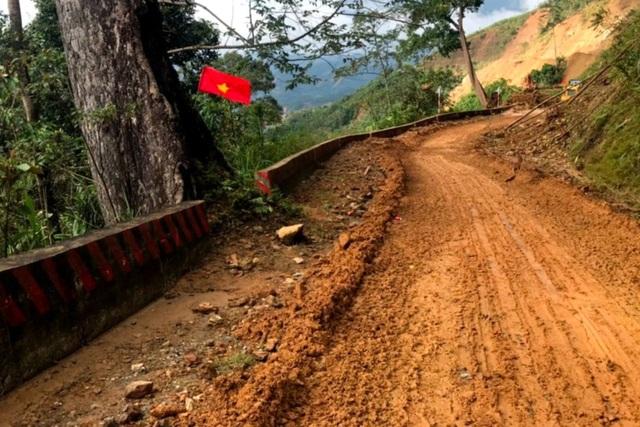 Tiếp tục nỗ lực thông đường vào hiện trường vụ sạt lở Phước Sơn - 2