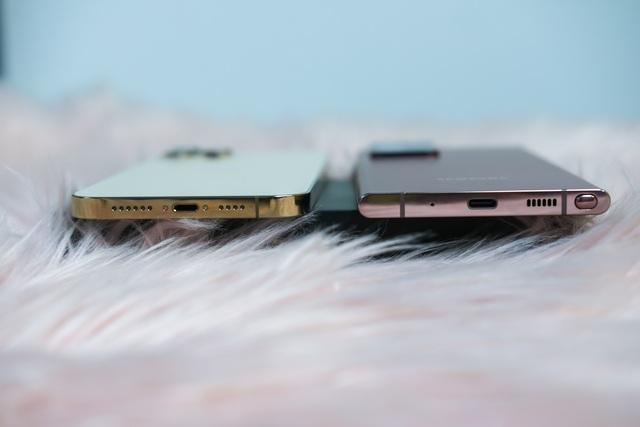 iPhone 12 Pro Max đọ dáng cùng Samsung Galaxy Note20 Ultra - 8