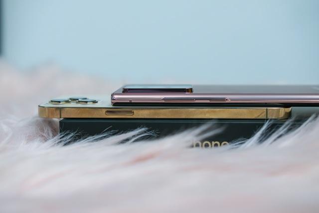 iPhone 12 Pro Max đọ dáng cùng Samsung Galaxy Note20 Ultra - 2
