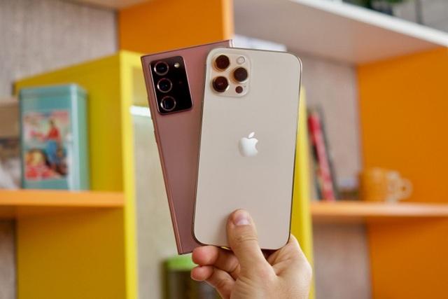 iPhone 12 Pro Max đọ dáng cùng Samsung Galaxy Note20 Ultra - 1