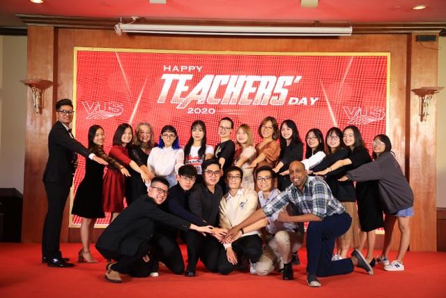 Hơn 2.000 giáo viên tiếng Anh được vinh danh là người hùng dịp 20/11 - 2