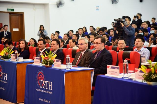 Trường ĐH Khoa học và Công nghệ Hà Nội khai giảng năm học mới - 1