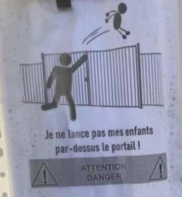 Trường học Pháp cấm phụ huynh... ném con qua tường rào - 1