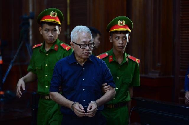 Đang thụ án tù chung thân, cựu Tổng giám đốc DongAbank lại hầu tòa - 1