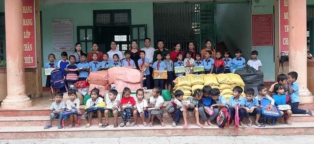 Cô Hiệu trưởng vận động nhà hảo tâm tặng xe đạp cho học trò nghèo vùng cao - 3