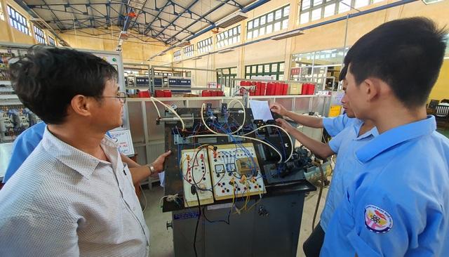 Phú Yên: Lợi ích kép khi vừa học nghề vừa học văn hóa - 5