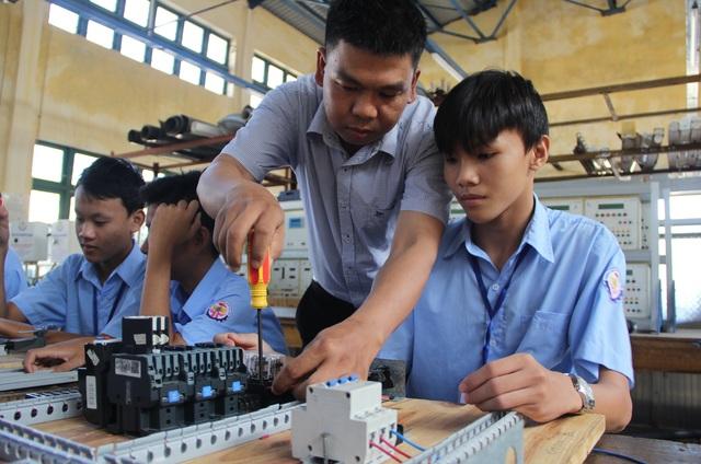 Phú Yên: Lợi ích kép khi vừa học nghề vừa học văn hóa - 1