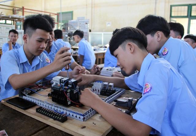 Phú Yên: Lợi ích kép khi vừa học nghề vừa học văn hóa - 3