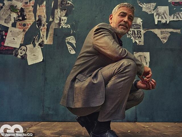 George Clooney gặp tai nạn suýt chết, còn mọi người mải miết chụp hình - 2