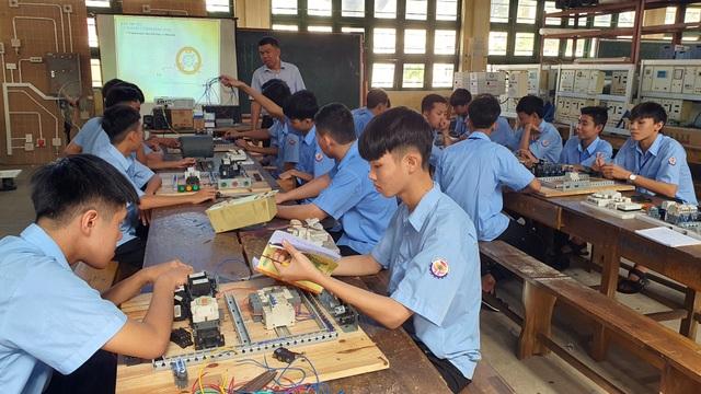 Phú Yên: Lợi ích kép khi vừa học nghề vừa học văn hóa - 2
