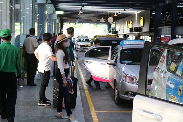 Tăng thêm làn xe cho taxi đón khách ở sân bay Tân Sơn Nhất - 5