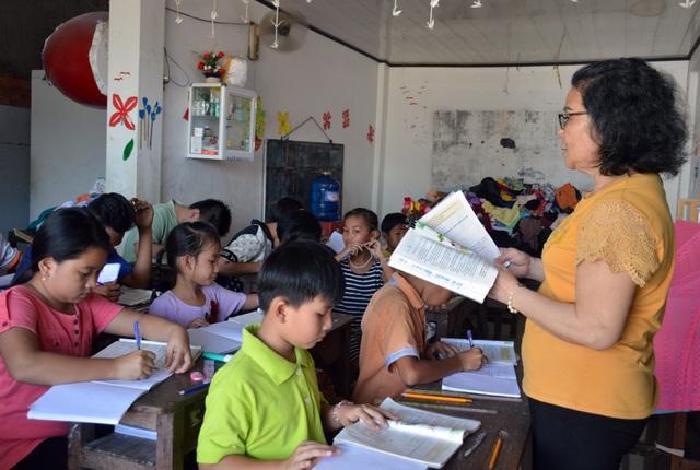 Bà giáo gần 20 năm dạy chữ cho học trò nghèo ở Cà Mau - 2