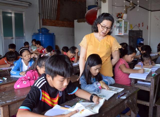 Bà giáo gần 20 năm dạy chữ cho học trò nghèo ở Cà Mau - 1