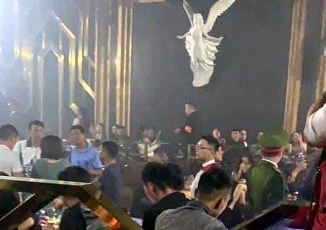 """Hà Nội: 30 """"dân chơi"""" dương tính với ma túy trong quán bar Hey Club - 1"""