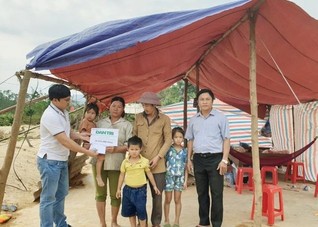 Gia đình bị lũ cuốn trôi nhà được bạn đọc giúp đỡ gần 200 triệu đồng - 4