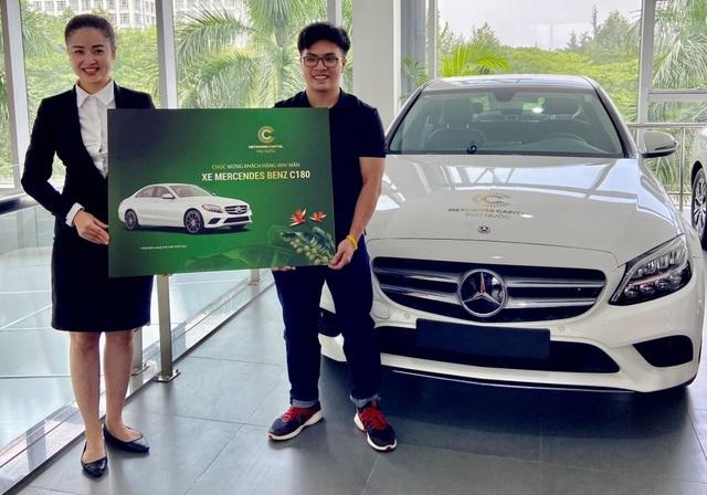 Khách mua Meyhomes Capital Phú Quốc nhận bàn giao xe Mercedes C180 - 1