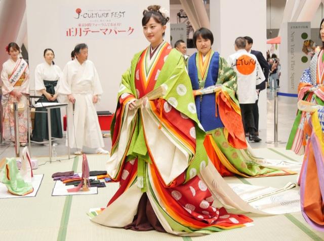 Bộ kimono cổ đắt đỏ nhất Nhật Bản - 2