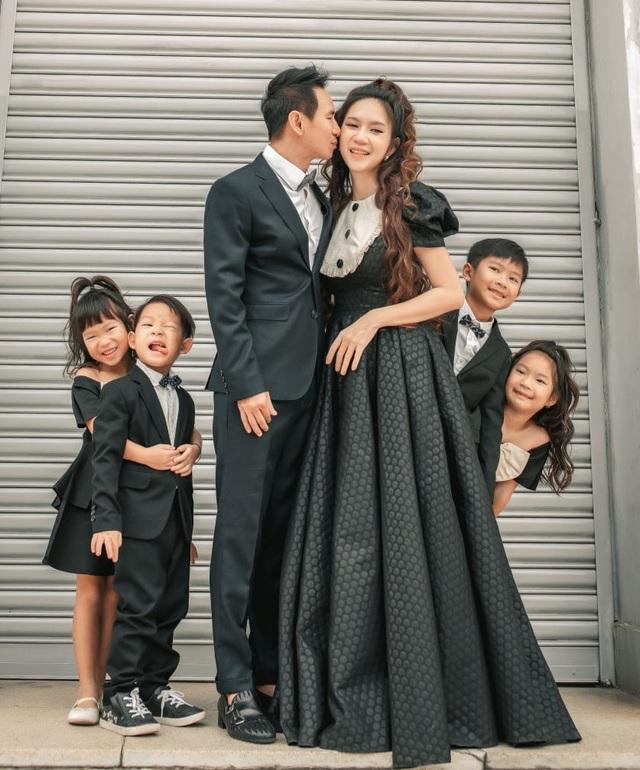 Vợ chồng Lý Hải - Minh Hà tung ảnh gia đình 6 thành viên sau 10 năm kết hôn - 7