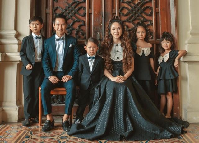Vợ chồng Lý Hải - Minh Hà tung ảnh gia đình 6 thành viên sau 10 năm kết hôn - 1