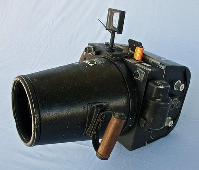 Chiếc camera khổng lồ như ... súng đại bác thời Thế Chiến II - 1