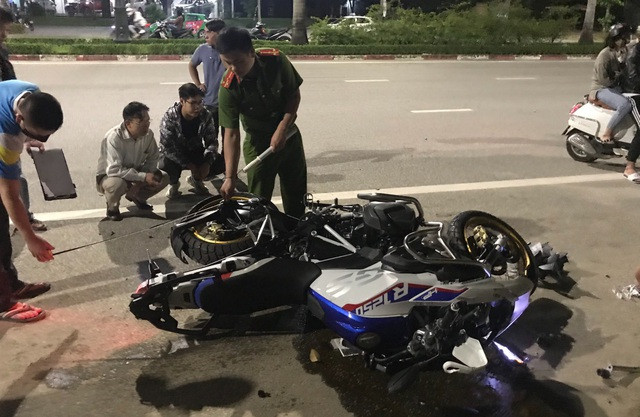 Siêu mô tô BMW gây tai nạn, 2 người tử vong, 1 người nguy kịch - 1