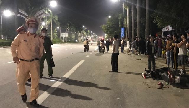 Siêu mô tô BMW gây tai nạn, 2 người tử vong, 1 người nguy kịch - 2