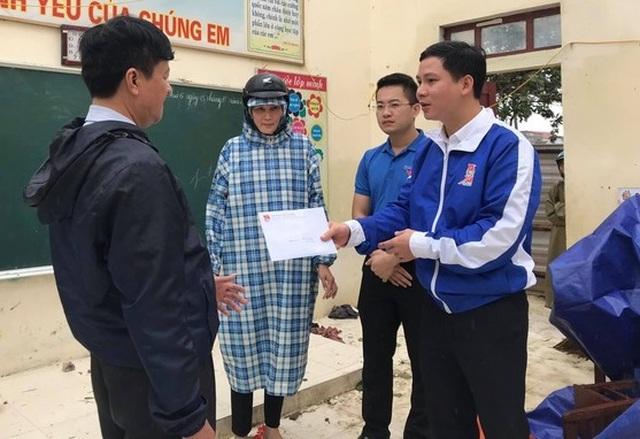 Tỉnh đoàn Quảng Bình hỗ trợ 20 triệu đồng cho trường học tốc mái trong bão - 2