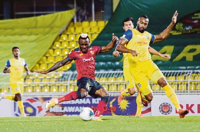 """Bóng đá Malaysia bị """"quật tơi tả"""" vì Covid-19, mơ ước được như Việt Nam - 1"""