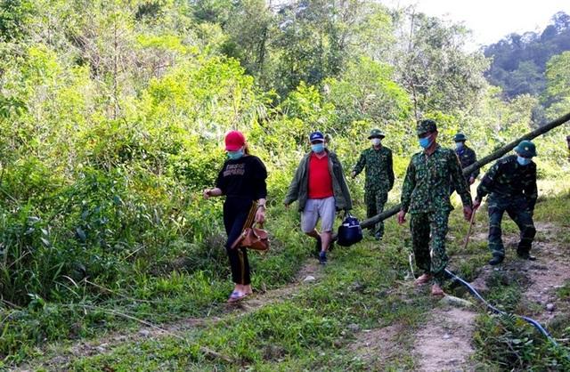 Bắt giữ 2 người nhập cảnh trái phép vào Việt Nam để trốn cách ly - 1