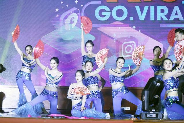 Dàn người mẫu sinh viên ĐH Luật Hà Nội đầy thần thái đón chào ma mới - 1