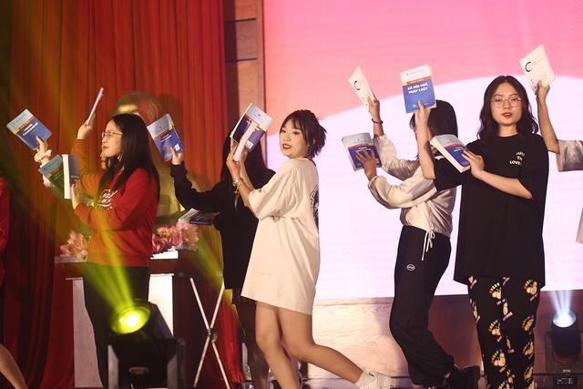 Dàn người mẫu sinh viên ĐH Luật Hà Nội đầy thần thái đón chào ma mới - 12
