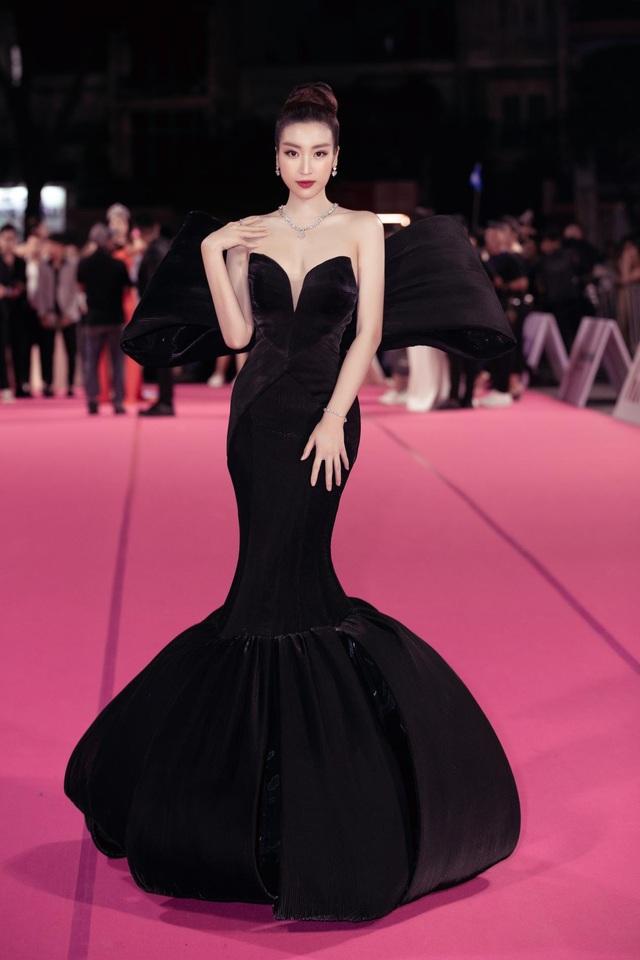 Dàn người đẹp rạng rỡ trên thảm đỏ Chung kết Hoa hậu Việt Nam 2020 - 3