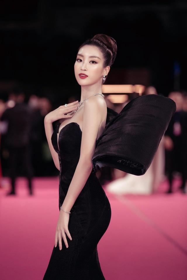 Dàn người đẹp rạng rỡ trên thảm đỏ Chung kết Hoa hậu Việt Nam 2020 - 4