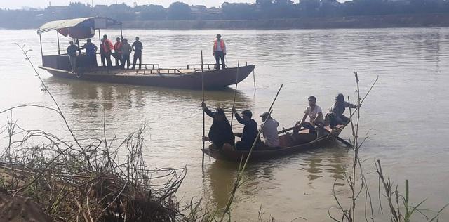 Trắng đêm tìm người lái đò rơi xuống sông Lam - 2