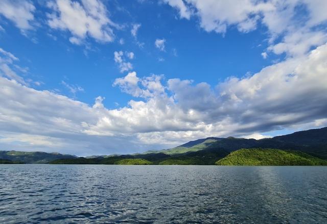 """Cảnh đẹp như mơ của nơi được ví là """"Vịnh Hạ Long của Tây Nguyên"""""""