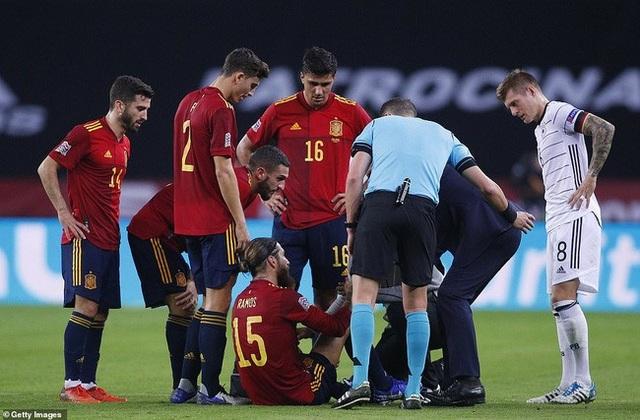 Nhận tin buồn từ Sergio Ramos, Real Madrid khủng hoảng - 1