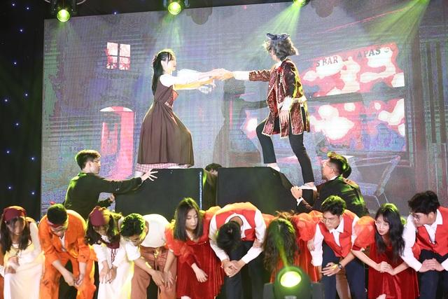 Học sinh THPT Chu Văn An thăng hoa trong đêm nhạc đầy cảm xúc - 1