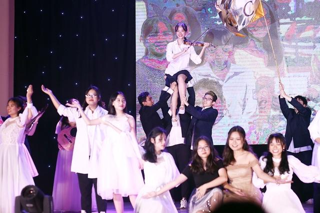 Học sinh THPT Chu Văn An thăng hoa trong đêm nhạc đầy cảm xúc - 2