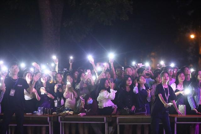 Học sinh THPT Chu Văn An thăng hoa trong đêm nhạc đầy cảm xúc - 9